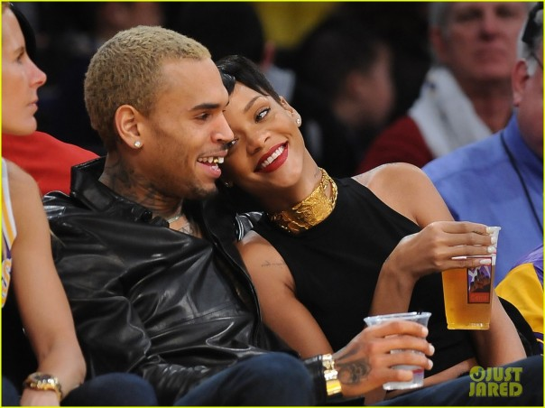 rihanna-chris-brown-lakers-christmas-05